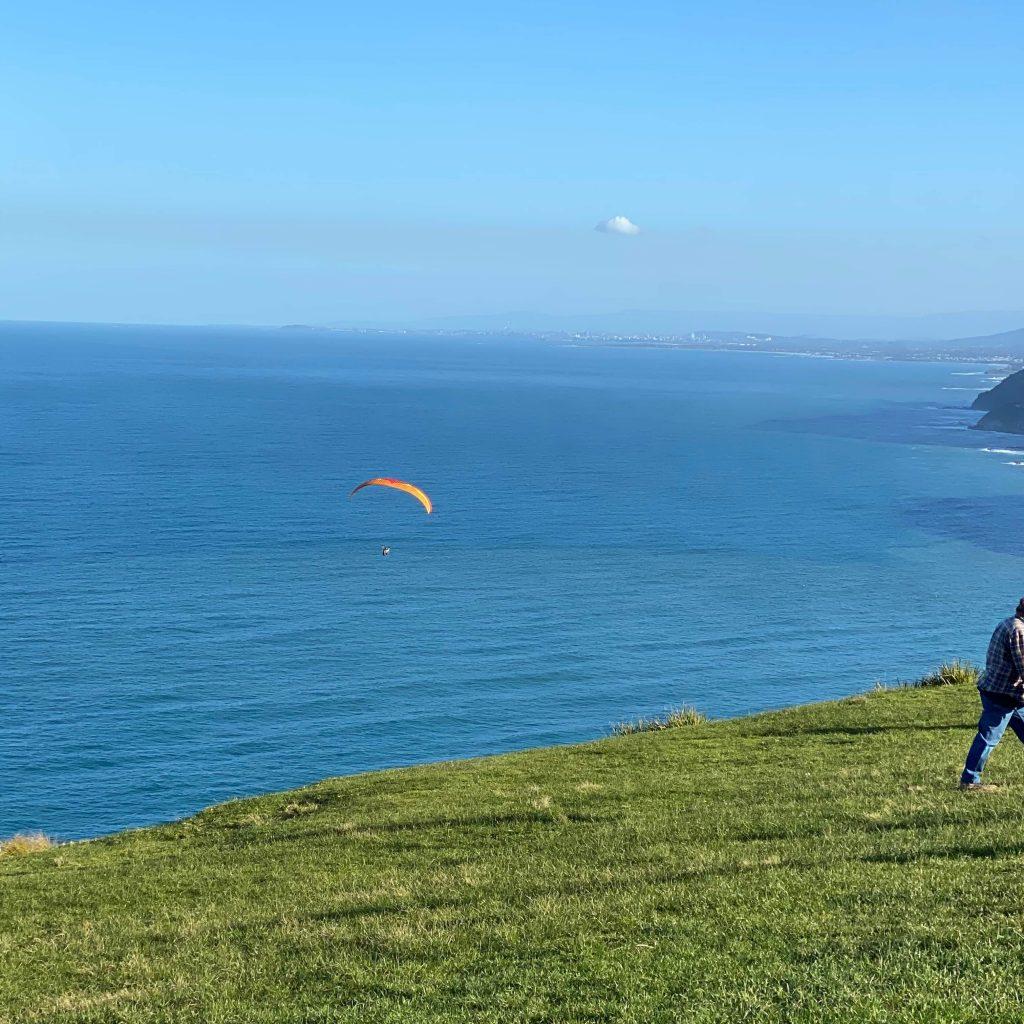 Para gliding at stanwell tops